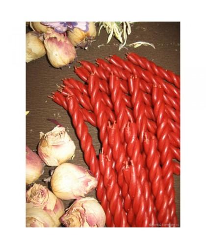 Крученые красные свечи